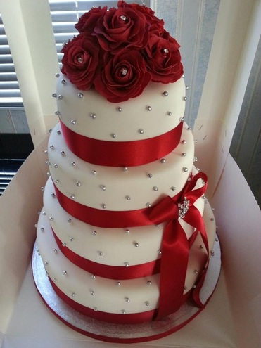 This Cake Is Called The Red Queen It Has Beautiful Pearl Accents Scattered All Over With Diamond Bow In Middle And Rose Bouquet